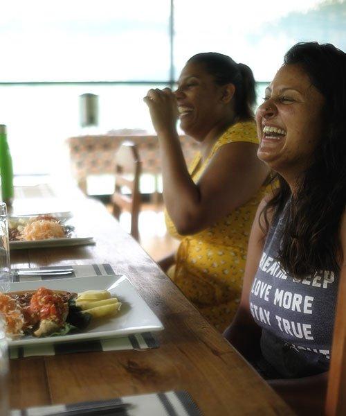 kawsay-ayahuasca-retreat-guests-happy-eating